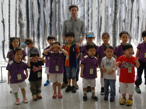 daniel with korean kindergarten students