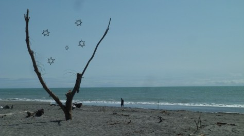 hokitika beach sculpture of stars in sky