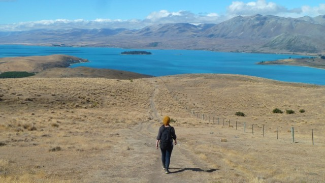 jamie hiking above lake tekapo