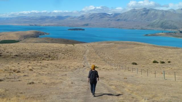 jamie hiking above lake tekapo
