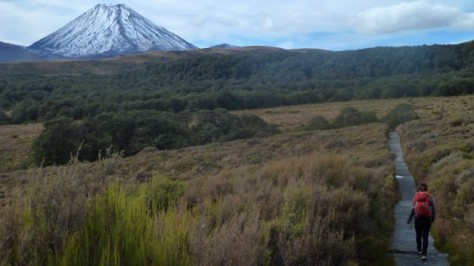 jamie hiking in tongariro national park