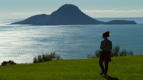 jamie overlooking the sea and whale island in whakatane